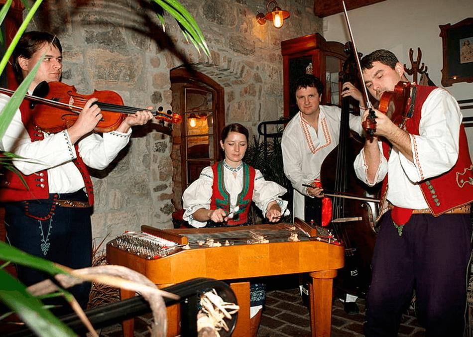 Koliba Kordulka - Cimbálová muzika